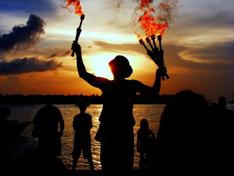 juggler-performer-water-sea-65297