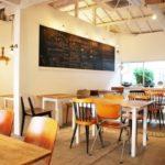 """【赤坂・カフェ】""""キラキラカフェとねりこ""""緑の庭を見ながらの読書で心癒される。"""