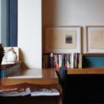 薬院のRead Cafe(リードカフェ)は、出版社が手がけるブックカフェ。