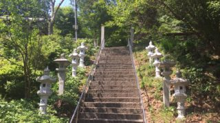 糸島市の登山スポット「火山」山頂から幣の浜の絶景を望む