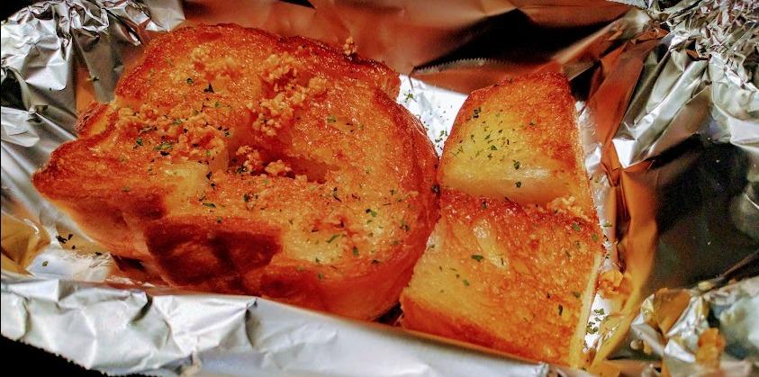 お好み焼き巧房 ガーリックトースト