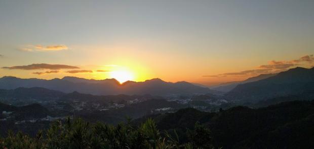 国見ケ丘の朝日